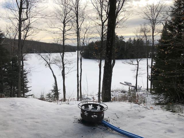 Quiet Lakefront Cottage