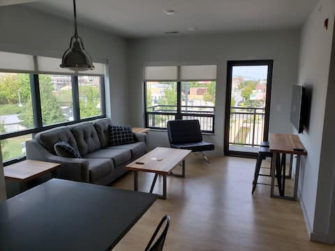 Midtown Plaza - Campustown Luxury Apartment (C)