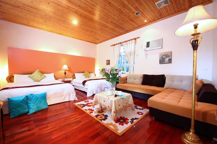 鄰近望龍埤生態區,愉悅的藍海四人套房,避暑好勝地,一早醒來的陽光與主人手做在地早餐,享受美好的假期。
