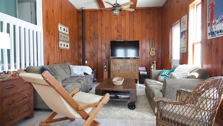 Cozy ski cottage on Lime Lake near Ellicottville