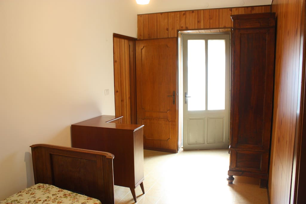 La stanza vicino al bagno.