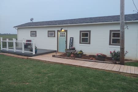 Red Hills Cottage in the country *no cleaning fees