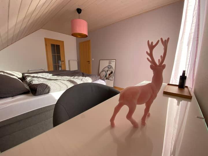 hirsch in pink - ferienhaus / wohnen auf zeit