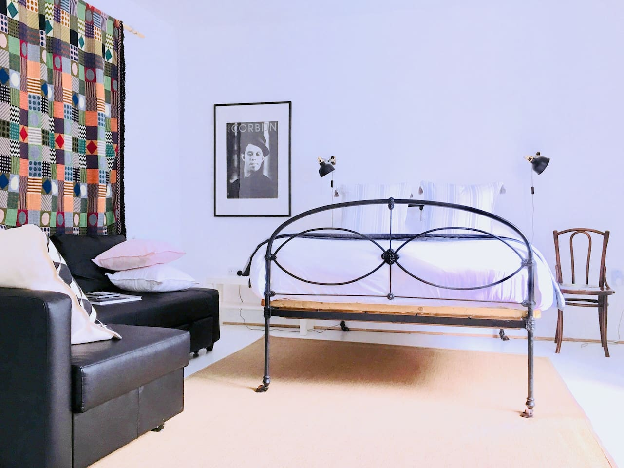Bright airy studio apartment with separate kitchen and en-suite area.