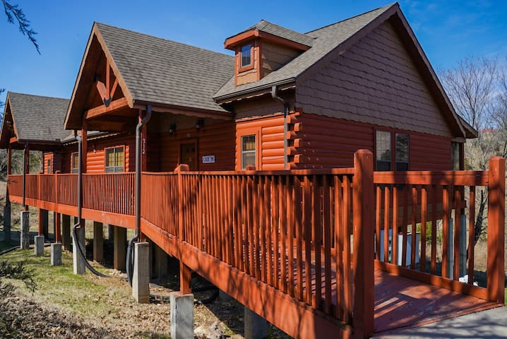 Cabin in the heart of Branson