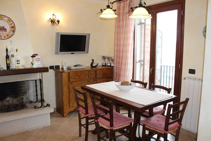 Appartamento in montagna panoramico - Roccacinquemiglia - Apartment