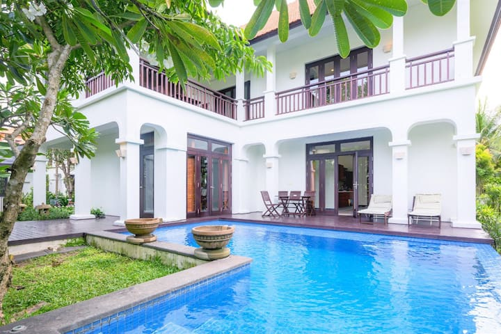4BRs Luxury Villa with Sea View
