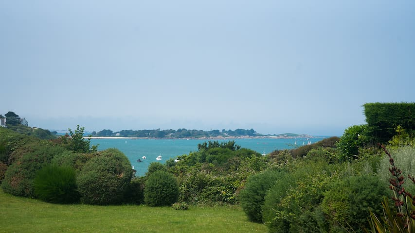 Appartement vue sur mer, 100 m de la plage