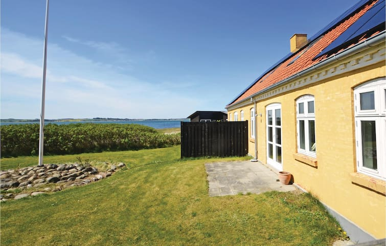 Holiday cottage with 4 bedrooms on 187 m²