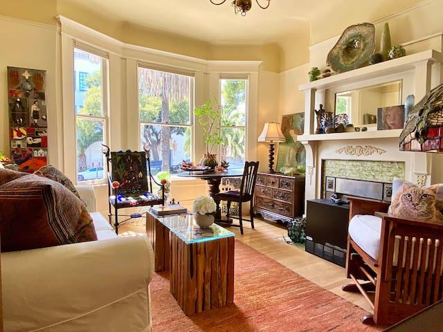 Private Sunny Living Room + BDRM (2 RMS)