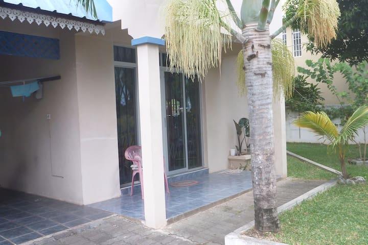 Gesamtes Haus MaRaU   mit Garten, Dachterrasse... - Flic en Flac - House