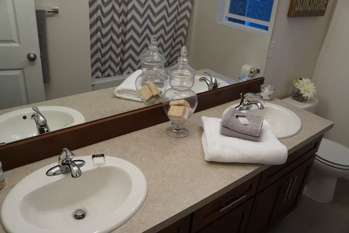 Clean, Private Room and Bathroom - Spanaway