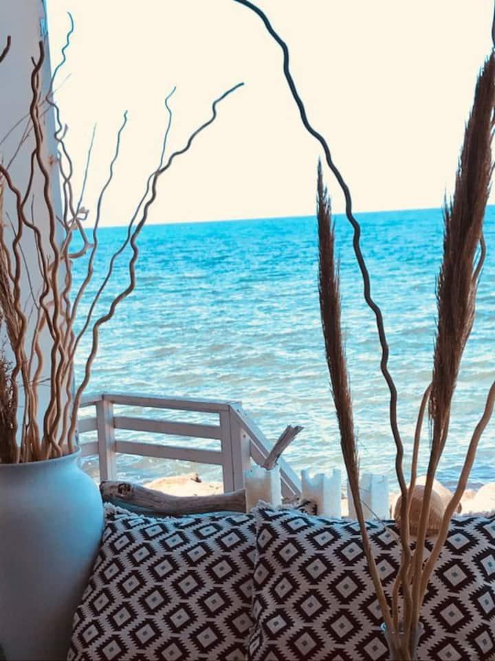 Casetta in riva al mare