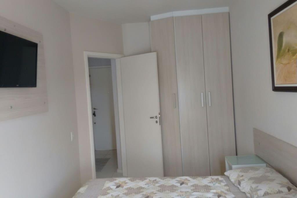 Quarto e armário