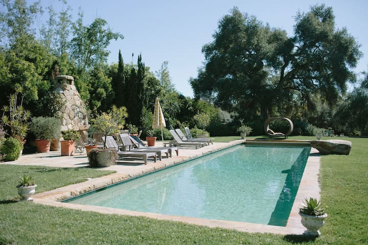 Gorgeous Interior, Gardens,Fireplaces,Pool & Bocce