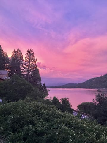 PANORAMIC Donner Lake views!
