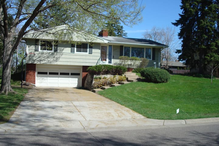 Sunny sought-after Edina home - Edina - House