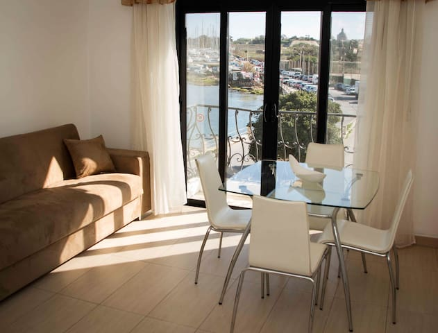 Nicely Apt, Great Location, Sea and Valletta View - Il-Gżira