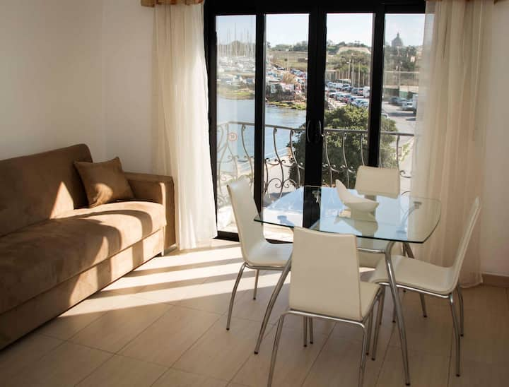 Nicely Apt, Great Location, Sea and Valletta View