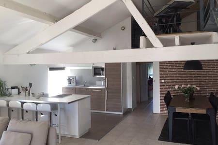 Appartement duplex moderne - Saint-Saturnin-lès-Avignon - Apartamento
