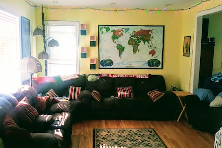 Private 3rd floor room close to OSU & Short North!