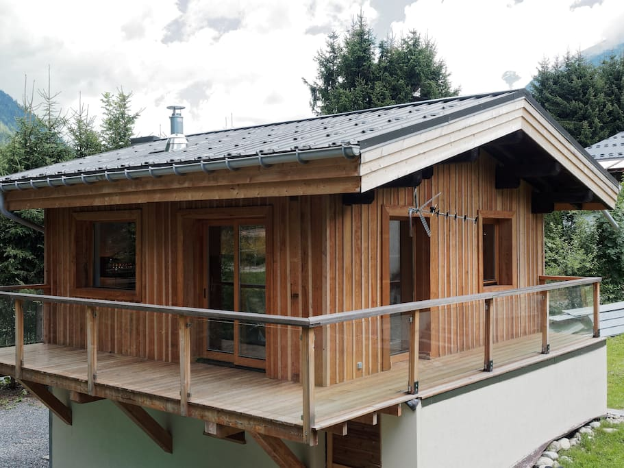 Lovely wood panelled chalet with balcony.