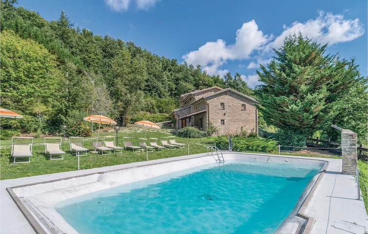 Holiday cottage with 9 bedrooms on 300m² in Apecchio PU