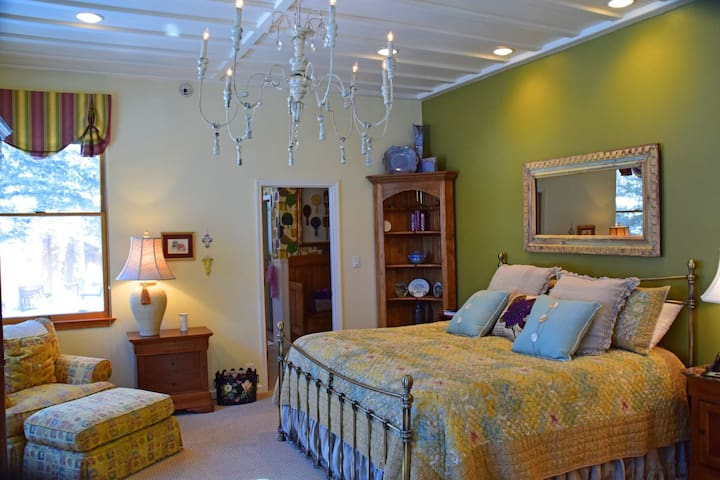 The Almost Heaven Suite - Red River - Bed & Breakfast