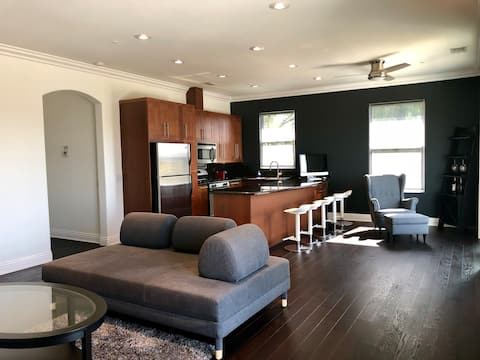Private Apartment, in Beautiful Woodland Hills