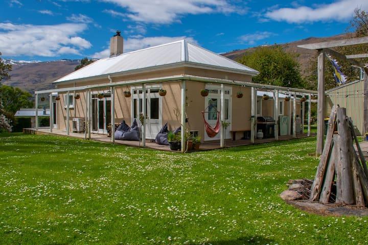Lake's End Lodge - Rimu Room