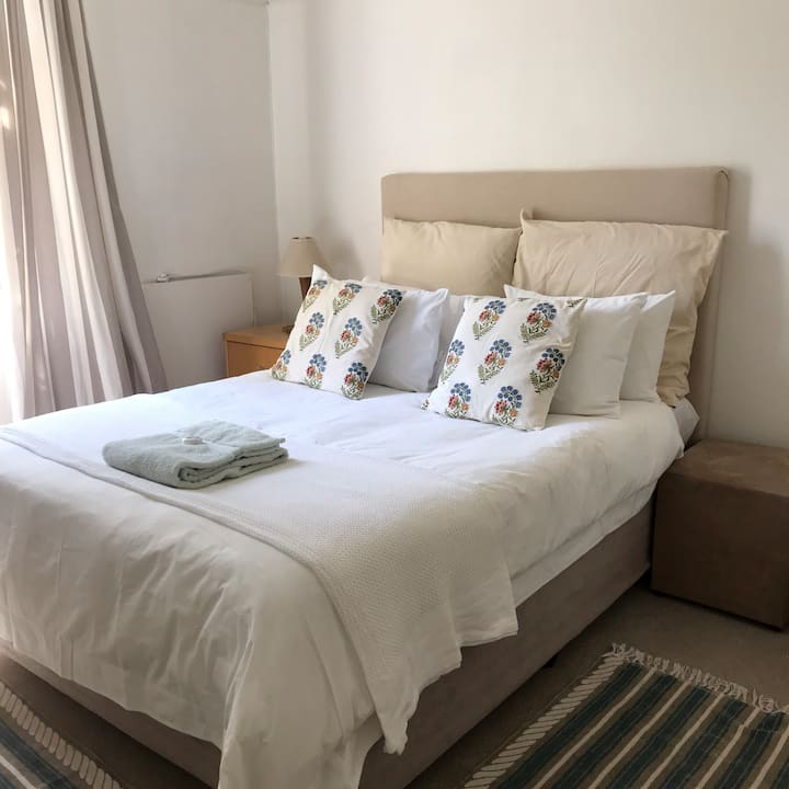 Bedroom in shared house in a wonderful Parkview