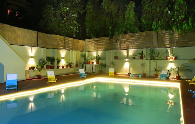 Hostel in Pushkar- 4 Bed Mixed AC Dorm - Pushkar - Hus