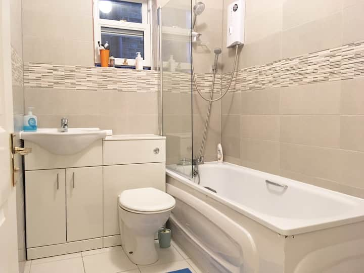 New bright  large double Room Zone 2 near central