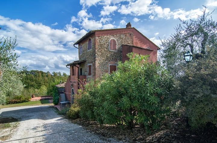 Typical flat in the Chianti hills near the pool