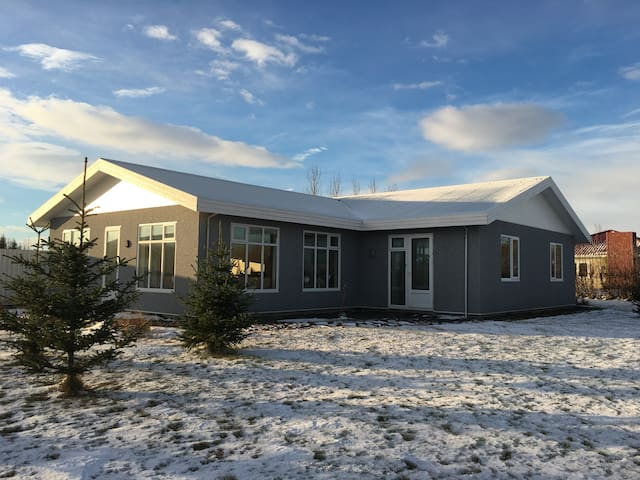 Aska Guesthouse near Geysir and Gullfoss. Room 4 - Reykholt - Bed & Breakfast