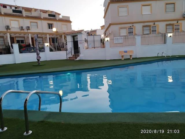 Habitación privada con gran piscina cerca del mar
