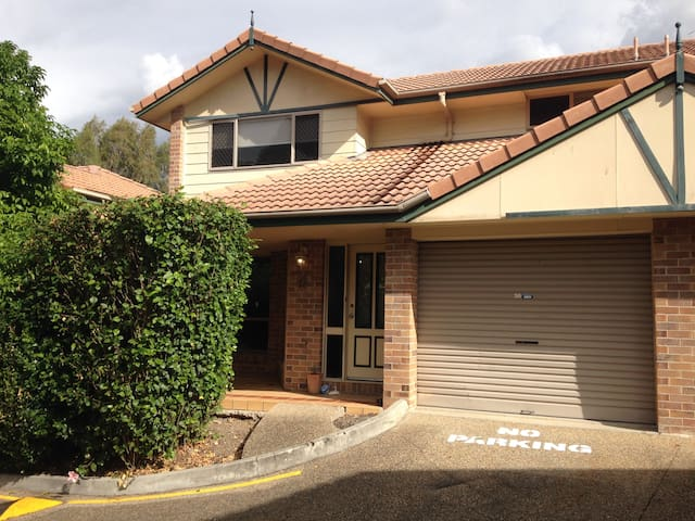 Modern home only 4km from CBD - Newmarket