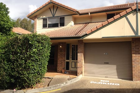 Modern home only 4km from CBD - Newmarket - Townhouse