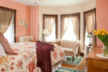 Standard Queen Room in The Brickhouse Inn B&B - Gettysburg - Bed & Breakfast