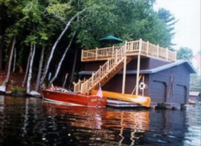 Adirondack Executive Home on Upper Saranac Lake - Tupper Lake - บ้านพักตากอากาศ