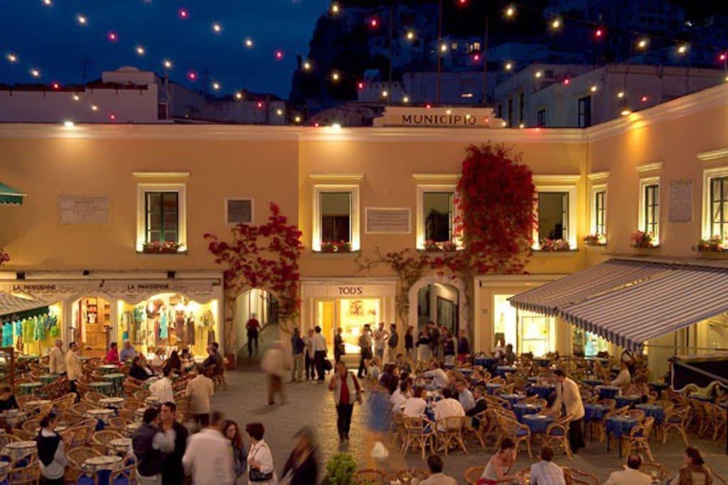 The chic Capri: the little square
