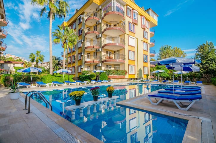 2+1 in the centre of Alanya! 50 m from the Sea!