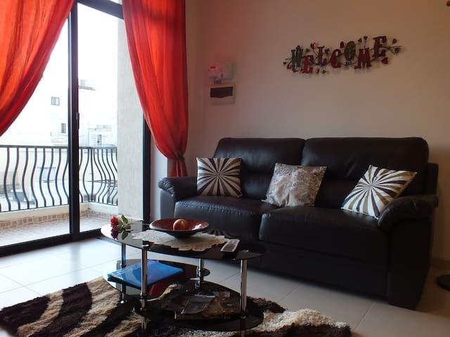 Modern Sunny Apartment With Balcony - Marsaskala - Wohnung