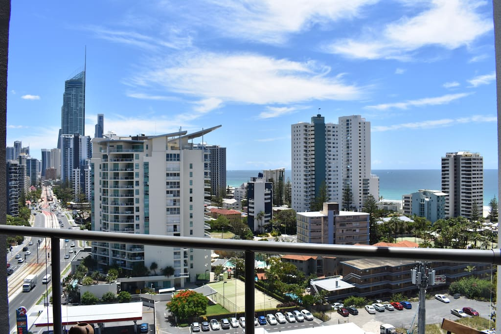 how to get from surfers paradise to brisbane airport