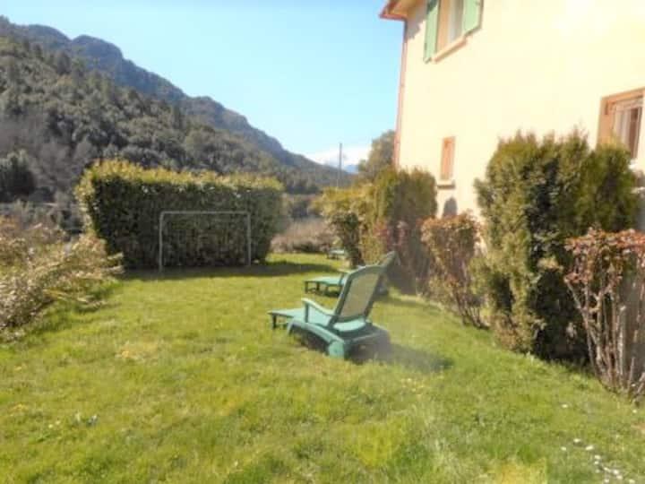 Bel appart avec terrasse à Santa Lucia di Mercuriu