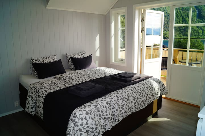 Tokle Gård B&B - Åndalsnes - Bed & Breakfast