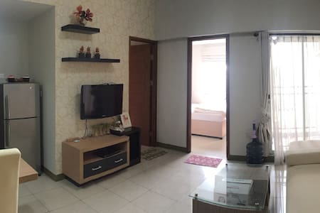 2 bedroom apt,ex show unit, 10minutes from mall