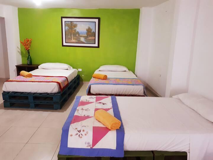 Habitación Familiar o grupal 6 camas, 2 baños