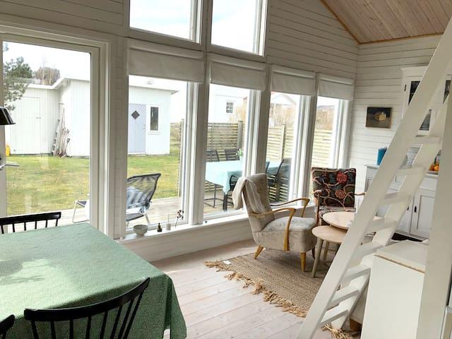 Havsnära, stuga i Gårda Brygga, Ölmanäs
