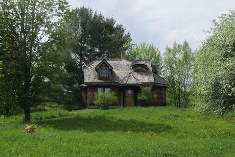 Cozy Peaceful Cottage